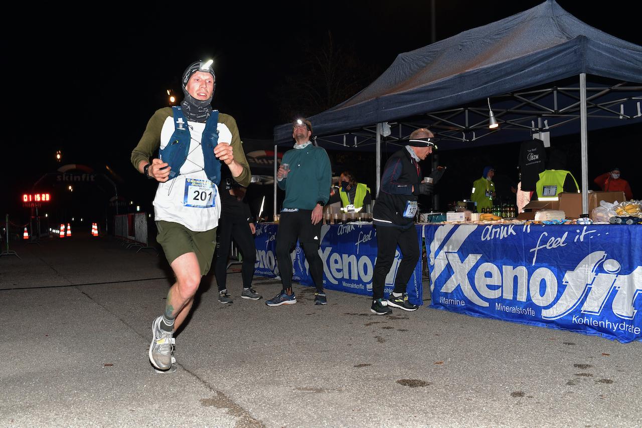 Bestzeitmarathon München - der Lauf gegen die Gesetze der Physik am 24.10.2020 in München-Riem. Fotocredit Hannes Magerstaedt
